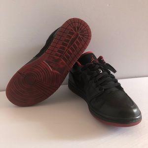 Air Jordan 1 Low Retro Rare Like New